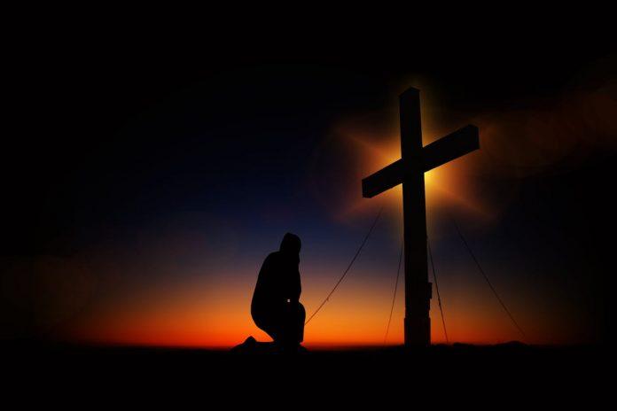 """De Bijbel spoort ons aan, """"Laat u bij het bidden leiden door de Geest, iedere keer dat u bidt; blijf waakzaam en bid voortdurend voor alle heiligen"""" (Efeziërs 6:18)."""